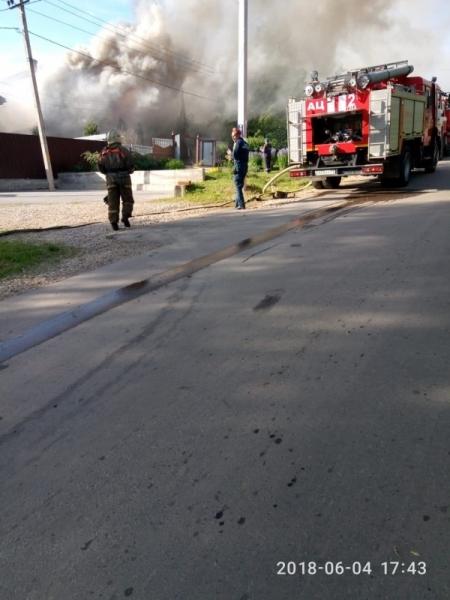 15 пожарных тушили горящий дом в Туле